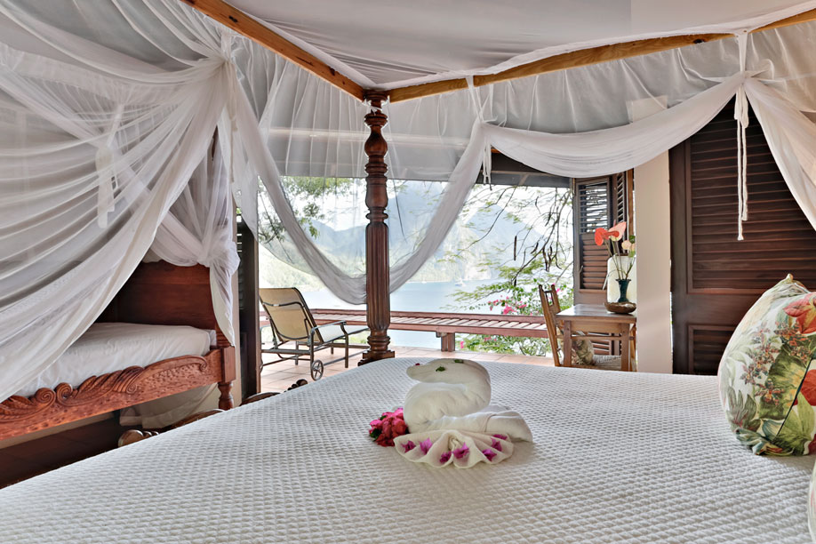 Bouganvilla Suite with King-Size Bed and Four-Poster Single Day-Bed in Nook
